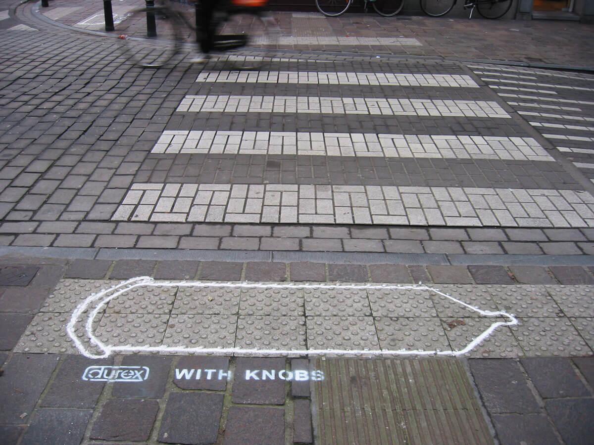 σχέδιο προφυλακτικού σε πεζοδρόμιο
